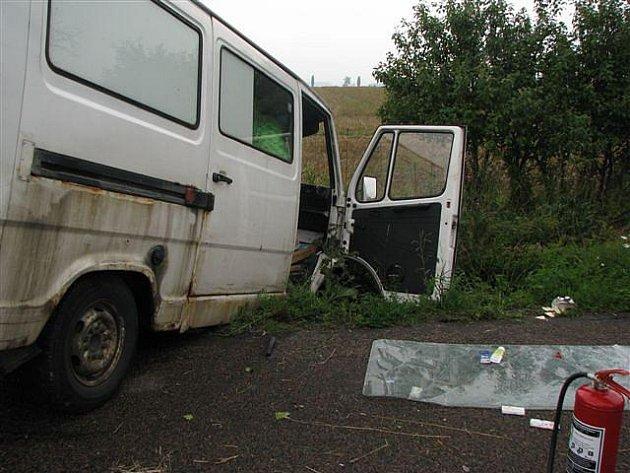 K tragické nehodě došlo v pátek 6. srpna krátce před 16. hodinou mezi obcemi Výrava a Librantice. Řidička dodávky se střetla v protisměru s nákladním autem. Devětapadesátiletá žena zemřela.