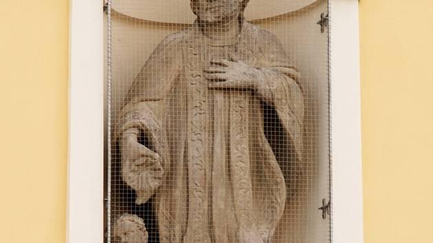 Socha sv. Františka Xaverského na hradeckém Velkém náměstí.