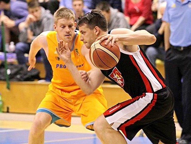 Baráž o Kooperativa Národní basketbalovou ligu: Prostějov - Hradec Králové.