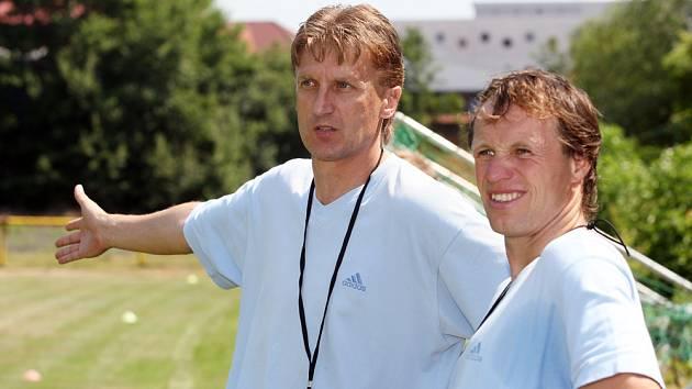 Trenérský tandem Oldřich Machala (vlevo) – Michal Šmarda vedl úvodní trénink druholigového Hradce.