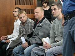 Z výroby a obchodu s drogami bylo obžalováno dvanáct lidí.