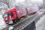 Zimní komplikace v dopravě na Královéhradecku.