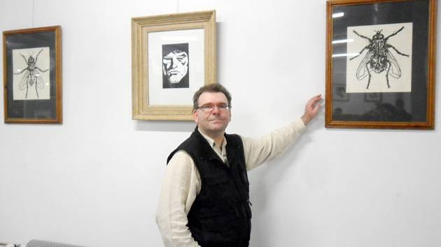 Tomáš Vavřina a výstava grafik v Knihovně města Hradec Králové.
