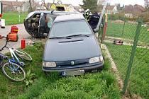 Náraz škodovky do zaparkovaného vozidla v Lukové.