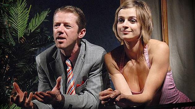 Jiří Langmajer a Ivana Jirešová v komedii Líbánky aneb Láska ať jde k čertu.