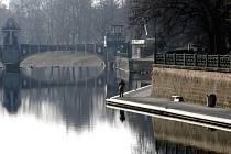 Náplavky na břehu Labe v centru Hradce Králové.