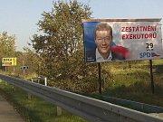 Volební billboardy na místech, kde by neměly být.