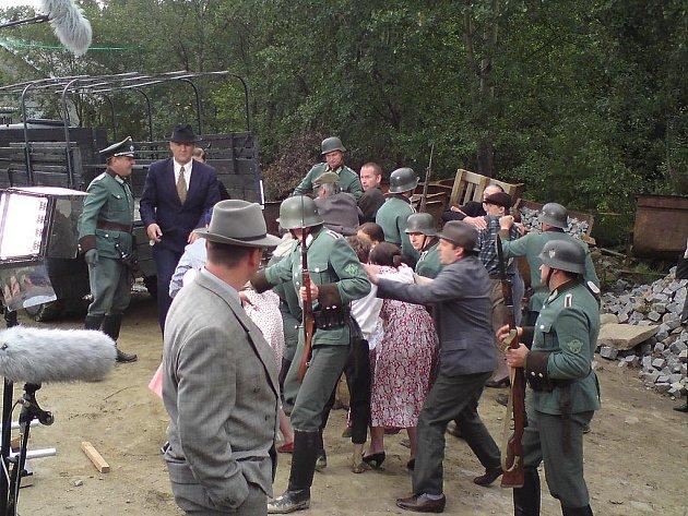 Garda města Hradce Králové se podílela na tvorbě filmu Ležáky.