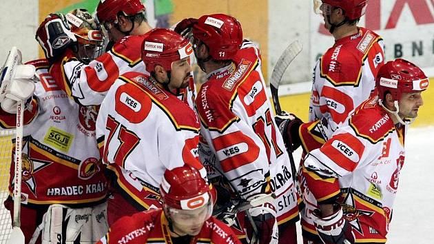HC Hradec Králové x HC Havířov: Radost hráčů HC Hradec Králové po vyhraném utkání.