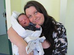 KRISTIÁN ABEL MEDUNA se narodil 20. 6. v 6.57 h. Měřil 54 cm a vážil 3950 g. Potěšil rodiče Markétu Kočkovou a Radka Jeronýma Medunu ze Smiřic. Doma se těší sourozenci Sarah (12 let) a Sebastian (3 roky).