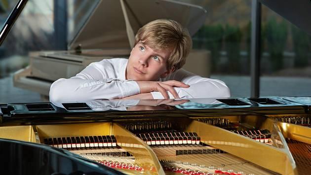 Klavírista Matyáš Novák.