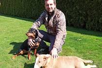 Úřadující světový šampion v disciplíně skeet Tomáš Nýdrle se svými psími miláčky.