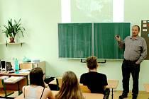 """Beseda s názvem """"Energie – budoucnost lidstva"""" pro žáky osmých tříd ZŠ Sever v Hradci Králové."""