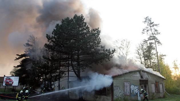 Požár staré herny v Kladské ulici v Hradci Králové.