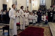Kněžské svěcení v královéhradecké katedrále svatého Ducha.