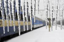 Ledovka ochromující provoz na železnici.
