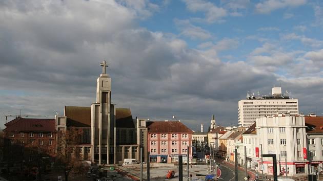 Rekonstrukce náměstí 28. října v Hradci Králové.