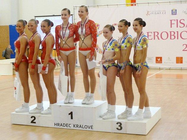 Republikové závody v aerobiku v třebešské hale v Hradci Králové.