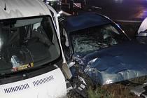Dopravní nehoda osobního automobilu a dodávky u Všestar.