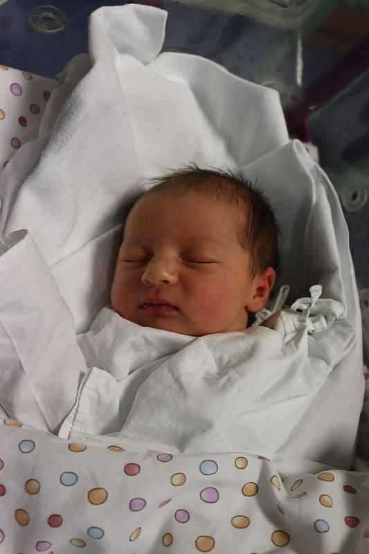 AMÉLIE DAŠKOVÁ poprvé spatřila světlo světa 21. září v 18.00 hodin. Měřila 48 cm a vážila 3280 g. Velkou radost udělala svým rodičům Magdaléně a Matěji Daškovým z Chlumce nad Cidlinou.