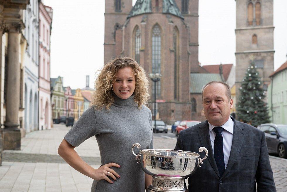 Kateřina Siniaková přivezla do rodného města nejcennější trofej z ženského týmového tenisu Fed Cup.