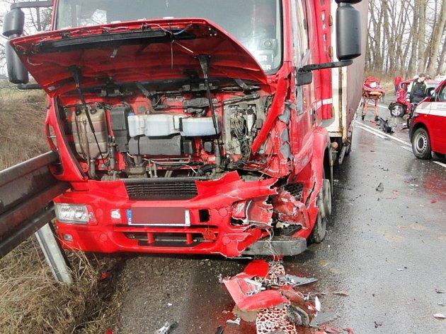 Tragická dopravní nehoda na silnici I/33 mezi Hradcem Králové a Jaroměří.