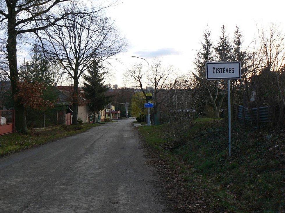 Obec Čistěves.