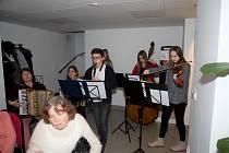 Folklórní soubor Peciválek potěšil seniorský klub.