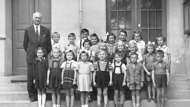 Když jsme šli tenkrát do školy... V roce 1952... (Čestmír Brandejs).