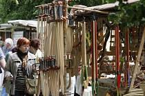 Nábřeží řemeslníků podél řeky Labe v Hradci Králové.