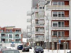 Hradecké Beverly Hills. Jedna z nejdražších lokalit je nové sídliště Na Plachtě. Developer musel snížit ceny bytů, protože měl podle realitních makléřů problémy s prodejem.