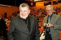Mezilidské vztahy dnes a ve 13. století – nejen kolem tohoto tématu se točila přednáška i následná diskuze s pražským arcibiskupem Dominikem Dukou, která proběhla 23. března na hradecké univerzitě .