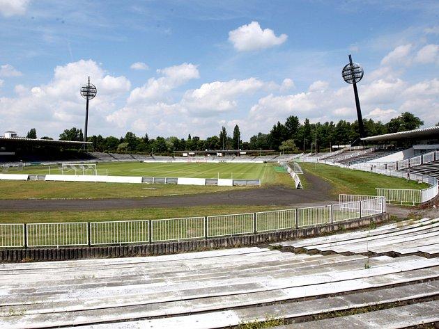 Podoba malšovického fotbalového stadionu před přestavbou.