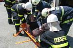 Cvičení hasičů: simulovaná nehoda u Všestar.