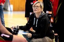 """BĚHEM DUELU svým svěřenkyním občas něco poradí, ale na tréninku má Romana Ptáčková ráda intenzivní pojetí bez prostojů. """"Nejsem typ trenéra, co moc mluví,"""" říká o sobě."""