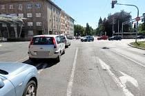 Místo nehody - hradecká křižovatka ulic Buzulucká, Okružní a Pilnáčkova.