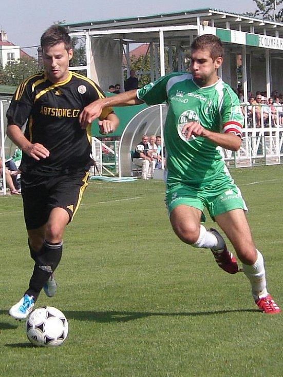 Momentka z utkání fotbalového krajského přeboru Olympia Hradec Králové - Kratonohy (2:2).