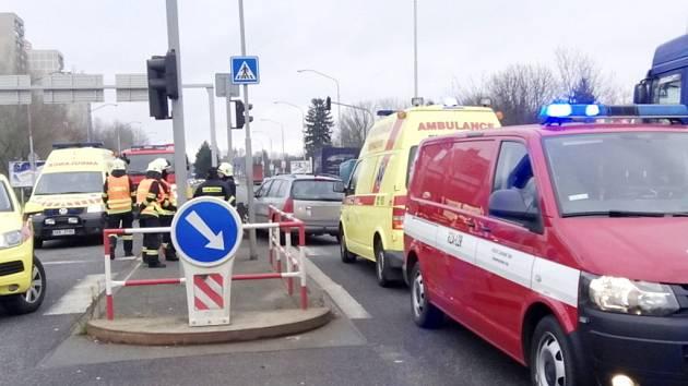 Havárie osobního automobilu na Rašínově třídě v Hradci Králové.