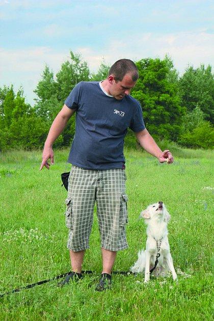 Erik Duck se každému psu věnuje individuálně.