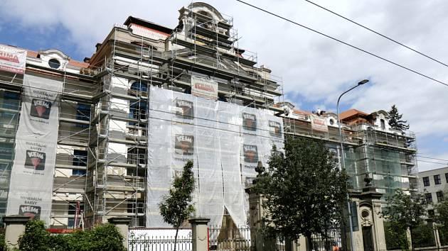 Rekonstrukce bývalého Ústavu hluchoněmých na královéhradecké Pospíšilově třídě.