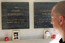 Uctění památky ve službě zahynulých hasičů Josefa Romportla a Vlastimila Málka.