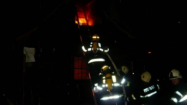 Požár chatky v hradeckých Svobodných Dvorech.