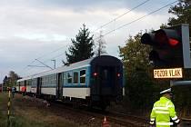 Tragická srážka osobního vlaku s osobním automobilem v Hradci Králové - Kuklenách.