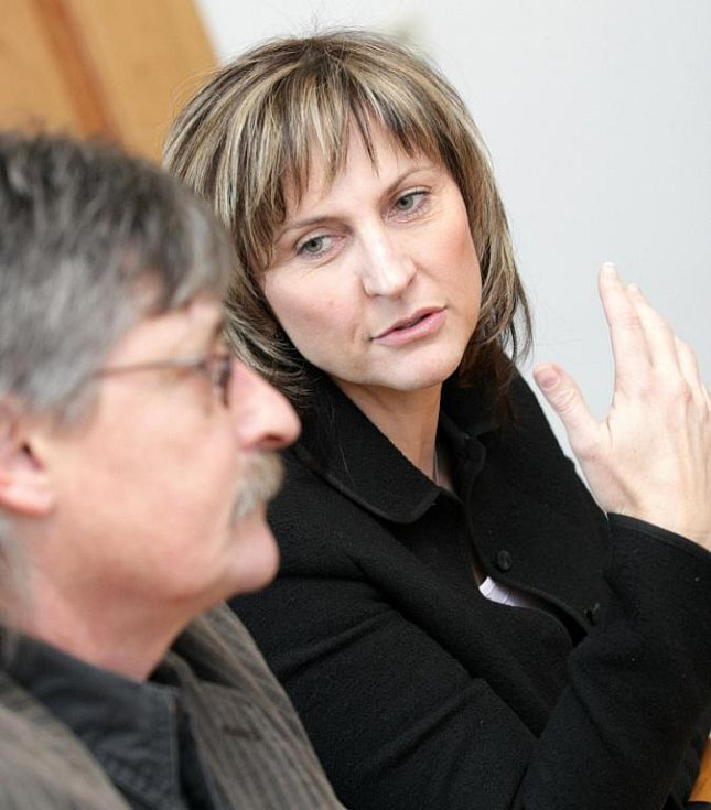 Starosta Nového Bydžova Pavel Louda na jednání s Ivanou Řápkovou, bývalou primátorkou Chomutova.