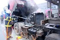 Požár kamionu v hradecké Kladské ulici.