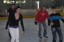 Veřejné bruslení na zimním stadionu. Ilustrační foto.