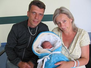 ZDENĚK HOLÝ se narodil 14. května ve 12.02 hodin. Měřil 46 cm a vážil 2510 g. Velkou radost udělal svým rodičům Zdeňkovi a Lence Holým z Chotělic. Doma se těší dvouletá sestřička Amálka.