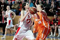 Ženská basketbalová liga - 3. čtvrtfinále play off: Sokol Hradec Králové - VŠ Praha.