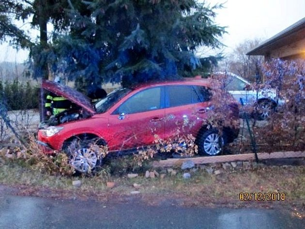 Havárie osobního automobilu ve Svinarech.