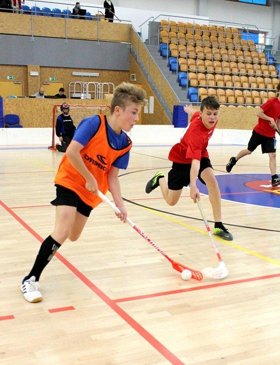 Florbal Open ve sportovní hale Třebeš v Hradci Králové.